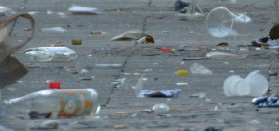 Müll auf Straße
