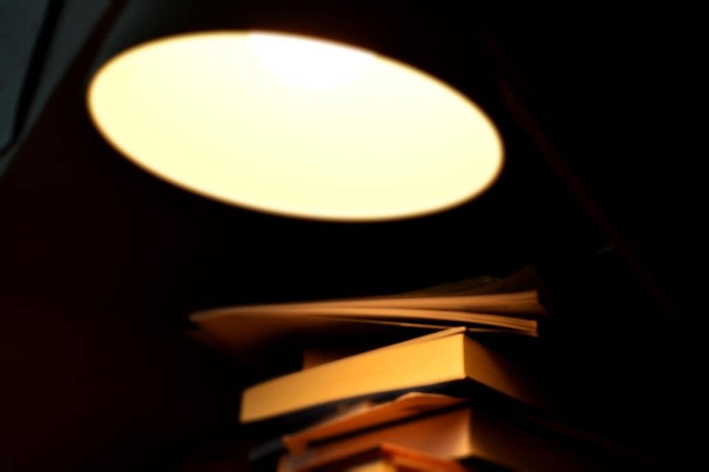Lampe Bücherstapel